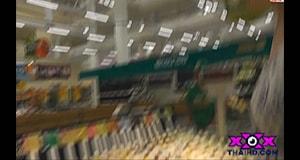 ฝรั่งเที่ยวไทย เย็ดกัน ซั่มเสียว ในห้องลองเสื้อห้างโลตัส