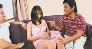 สาวญี่ปุ่นขายบริการโดน2หนุ่มดูดนมเลียหีจนน้ำเเตก
